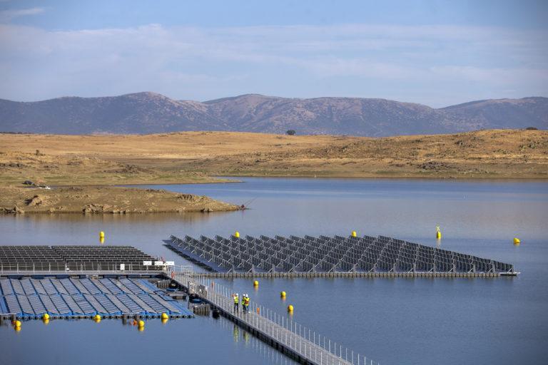 la primera planta fotovoltaica flotante en España está en Cáceres