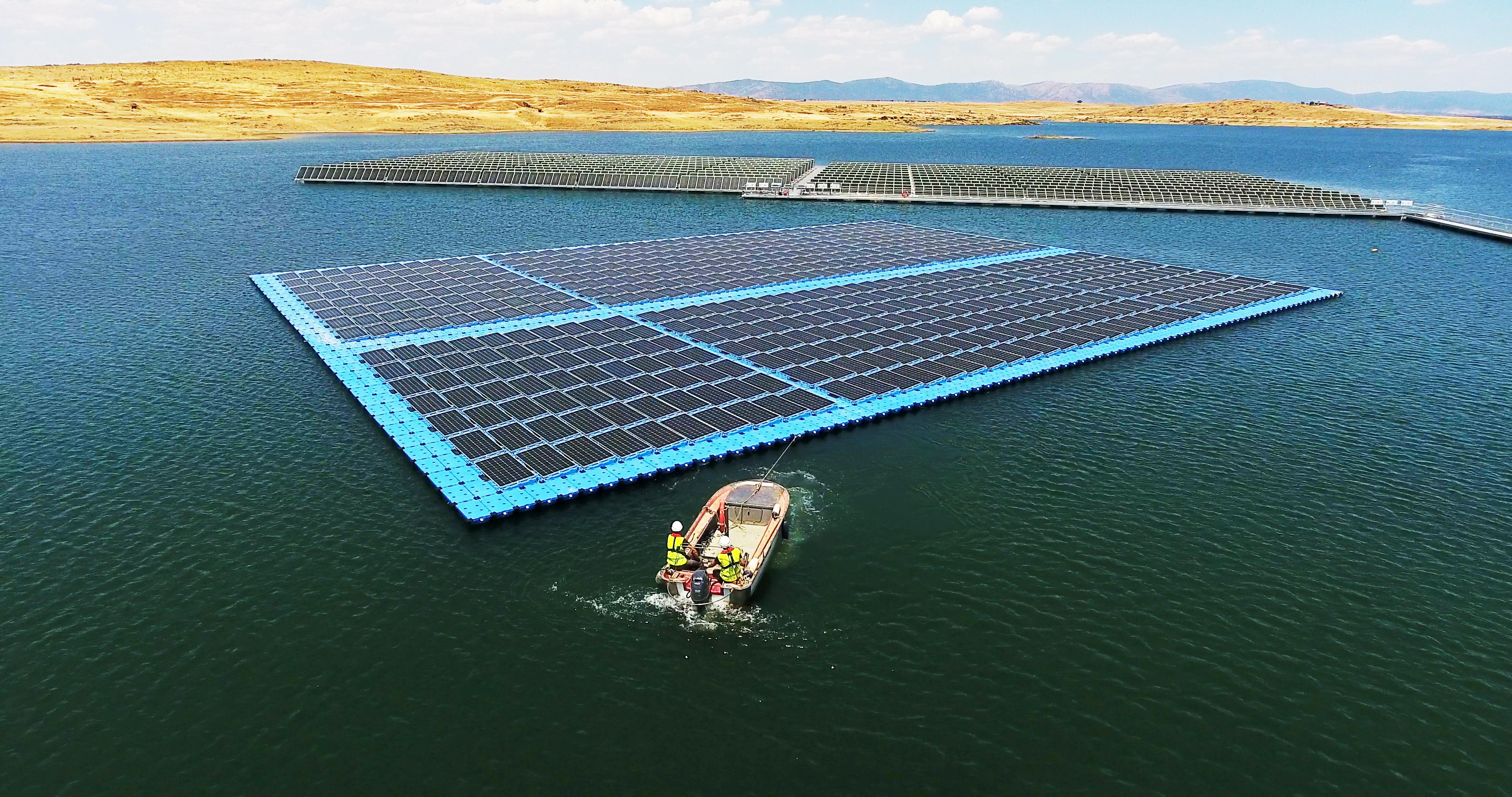 la primera planta fotovoltaica flotante de España en Zorita